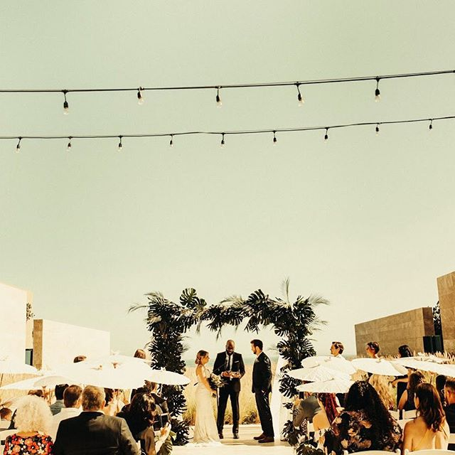Summer days. ☀️ . . pc: @oliviamarkle . #wedding #weddingflowers #floraldecor #flowers #floralinspo #floraldesign #floralarch #palmleaves #fordays #destinationwedding #laflorist #imaflorist #cabowedding #mexicowedding #happycouple #brideandgroom #married 💛