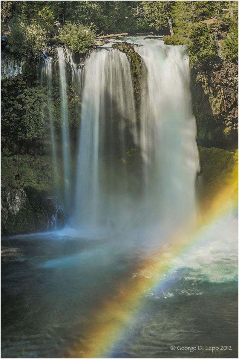 Hoosah Falls, Cascades, Oregon. © George D. Lepp 2012 LO-WF-HO-0003