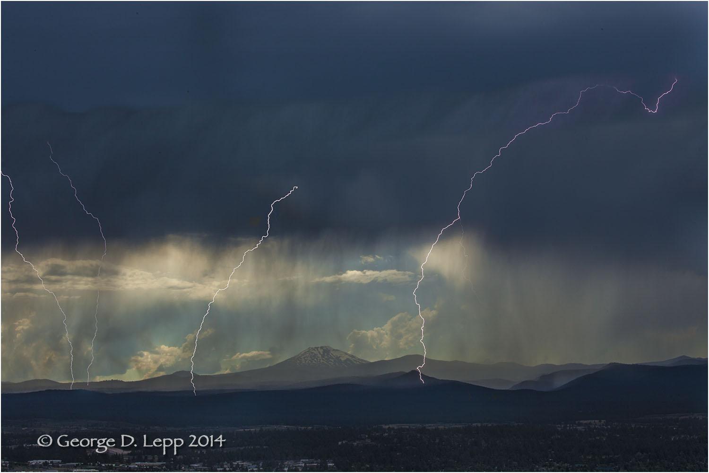 Lightning, Pilot Butte looking west. © George D. Lepp 2014 LO- CE-BE-0137