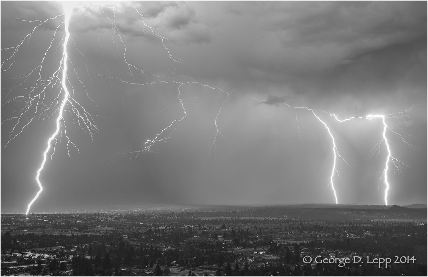 Lightning, Looking east from Pilot Butte, Bend, OR. © George D. Lepp 2014 LO-CE-BE-0136