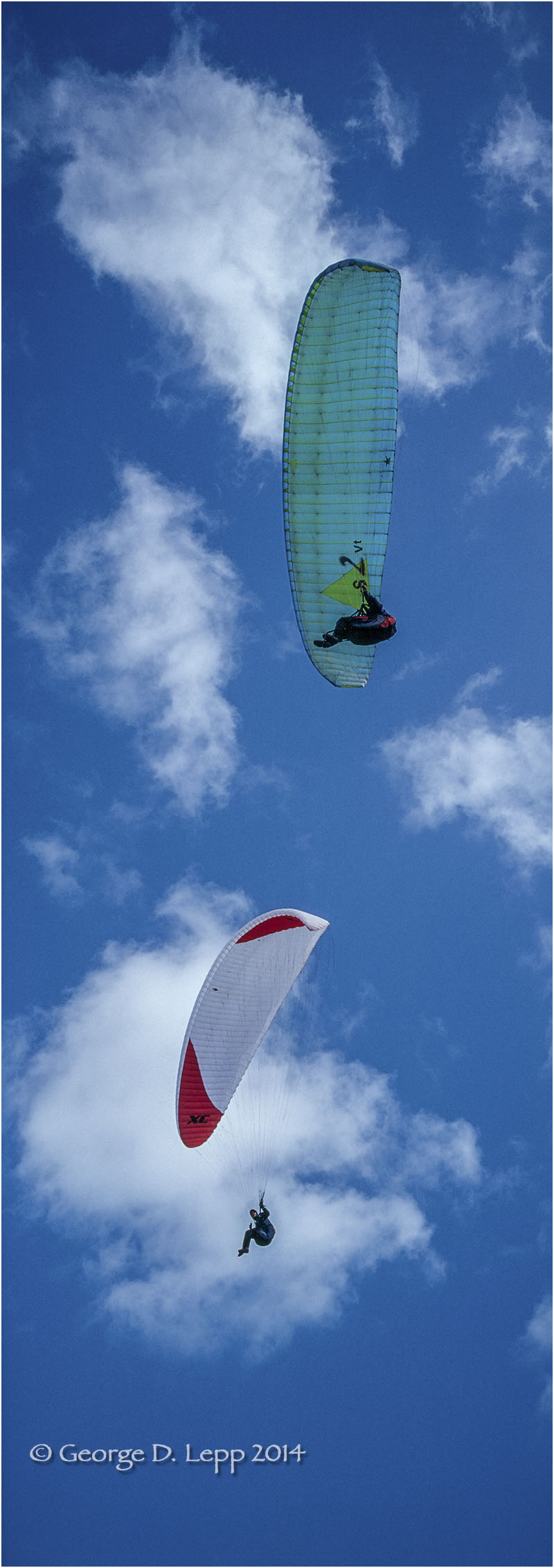 Paraglider along coastline at Montana de Morro, CA. © George D. Lepp 2014 V-PA-0003