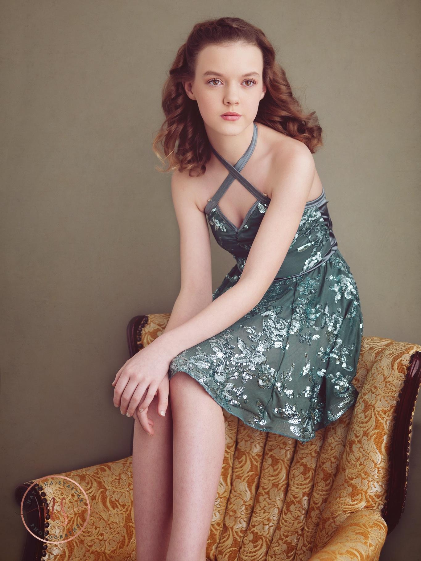 Buffalo Portrait photo studio Natasha Staszak Photography. Tween Girl sitting on chair.