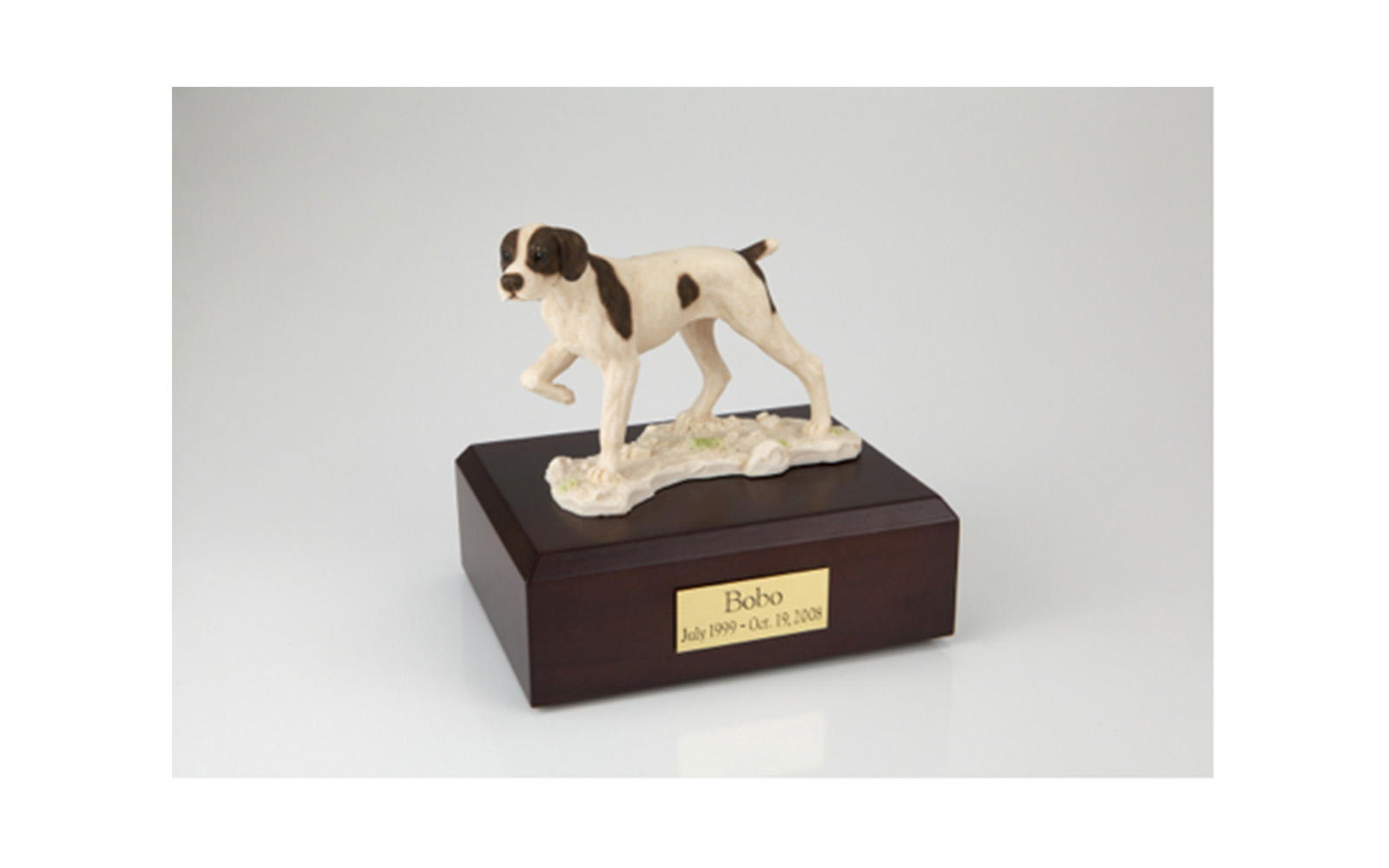 Sculpted Resin   This beautiful sculpted resin figurine urn can be selected with a hardwood base made from solid maple, oak, or walnut. This urn offers you a choice of over 700 different purebred dog and cat figurines, as well as birds, equine, rabbits, and wildlife. Included in the price of this urn is your personal (4 line 100 character) inscription on a premium leaded brass name plate and ground shipping charges.   SMALL: $168.95     (Up to 45 lbs., 55 Cu. Inches)   MEDIUM: $172.95   (46 lbs. – 70 lbs., 85 Cu. Inches)   LARGE: $178.95     (71 lbs. – 95 lbs., 115 Cu. Inches)   XLARGE $186.95    (96 lbs. – 125 lbs., 145 Cu. Inches)