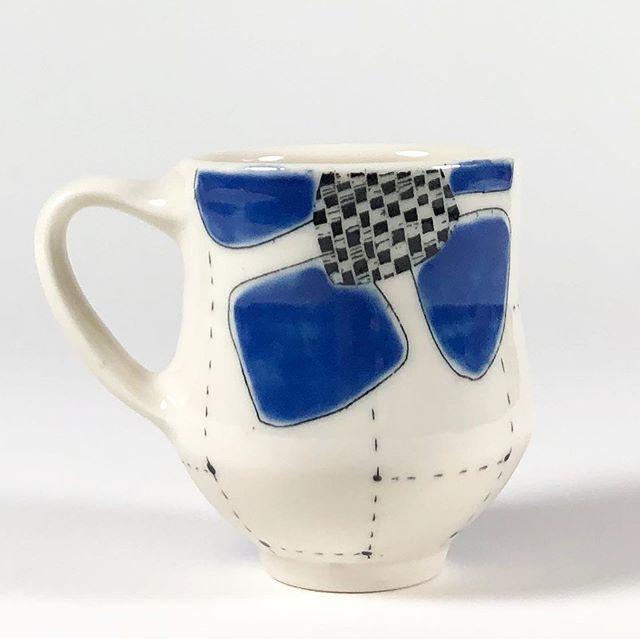 New Cups ✨✨✨✨ . #mugshotmonday #waclayart  #handmademug  #porcelain  #studiolife  #openstudio #handmadeceramics #studiopotter #maker  #sgraffito  #howiamaco #ceramicdesign #madeinaskutt #studiopottery  #keramik #ceramicstudio #modernceramics  #contemporarycraft #wheelthrown #visitsanjuans #potteryforall