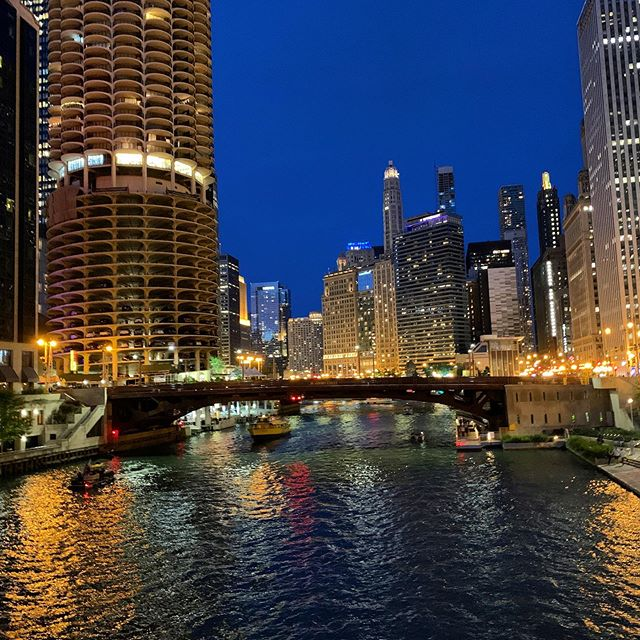 One of my favorite shots from my recent trip to the Windy City. Notice the legendary corn cobb building on the left :)