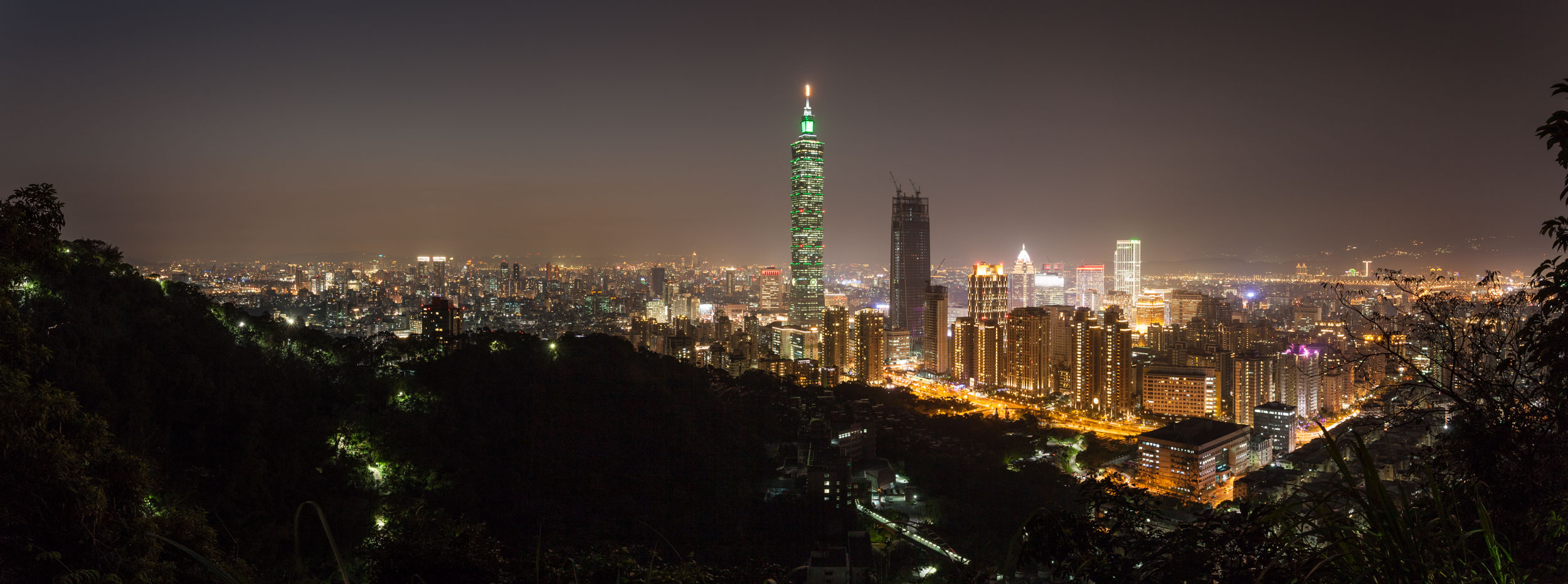 Taipei in it's night time glory.... Eat your hat Blackpool Illuminations!