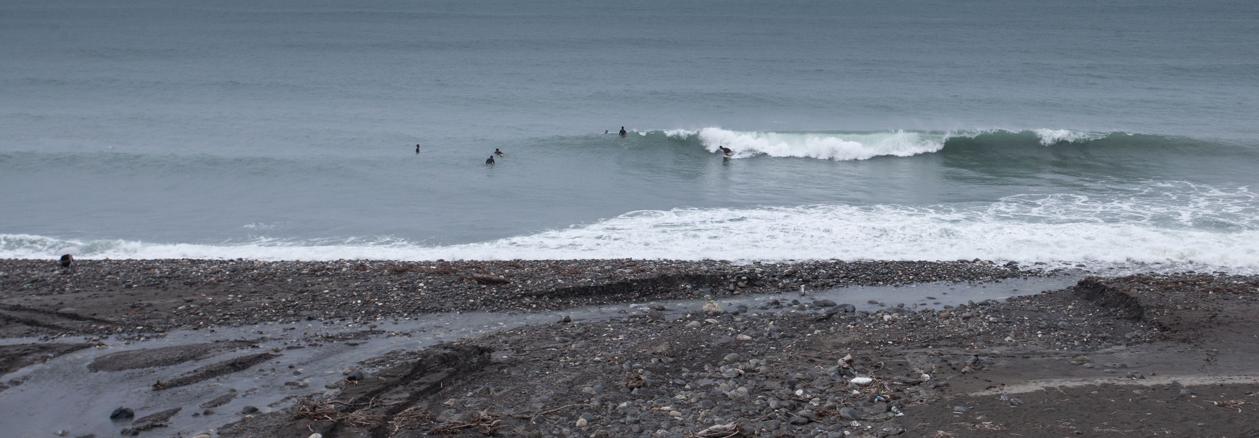 Surf break at the side of the Highway....
