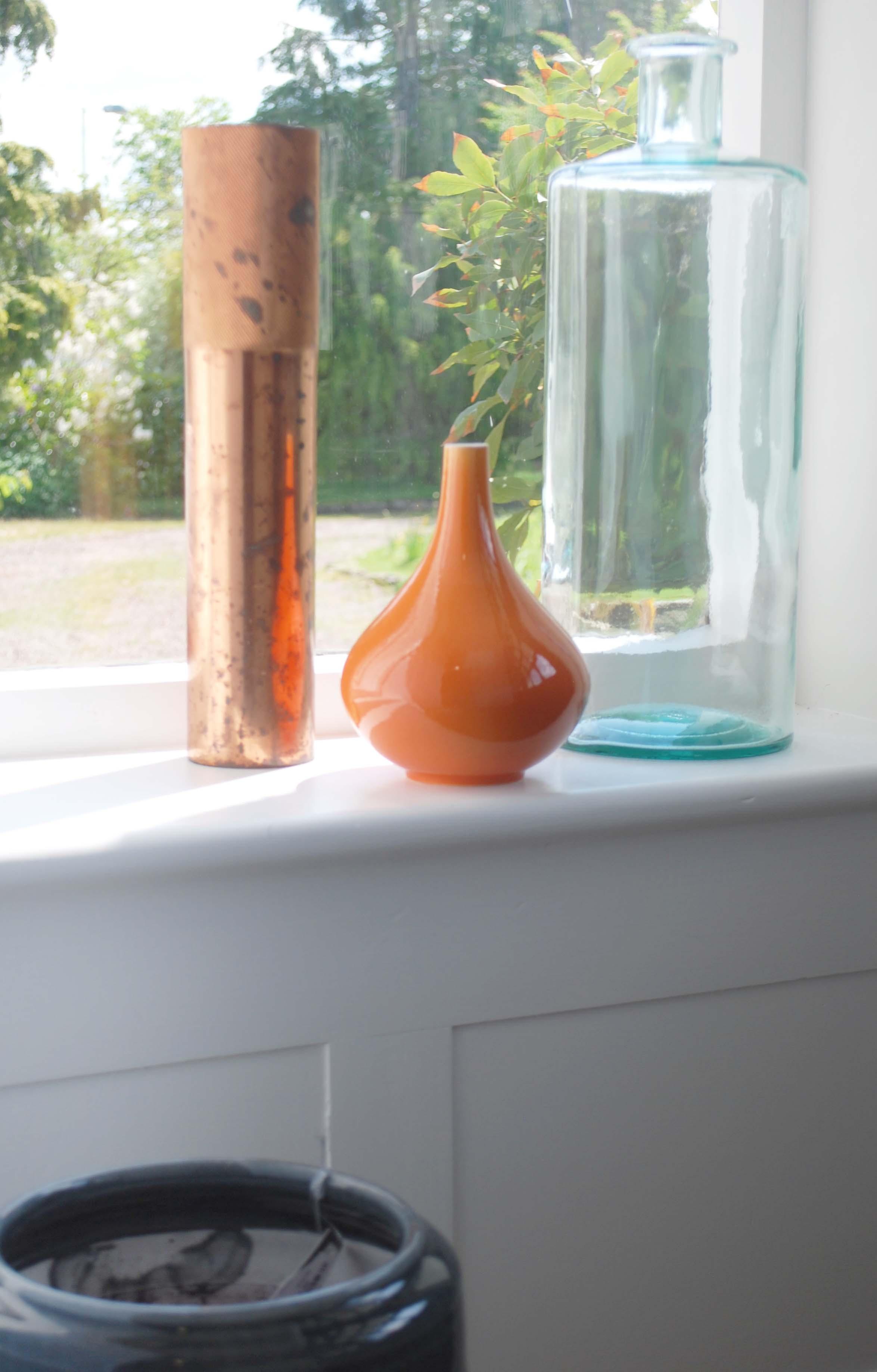 Victorian hallway vase cluster.jpg