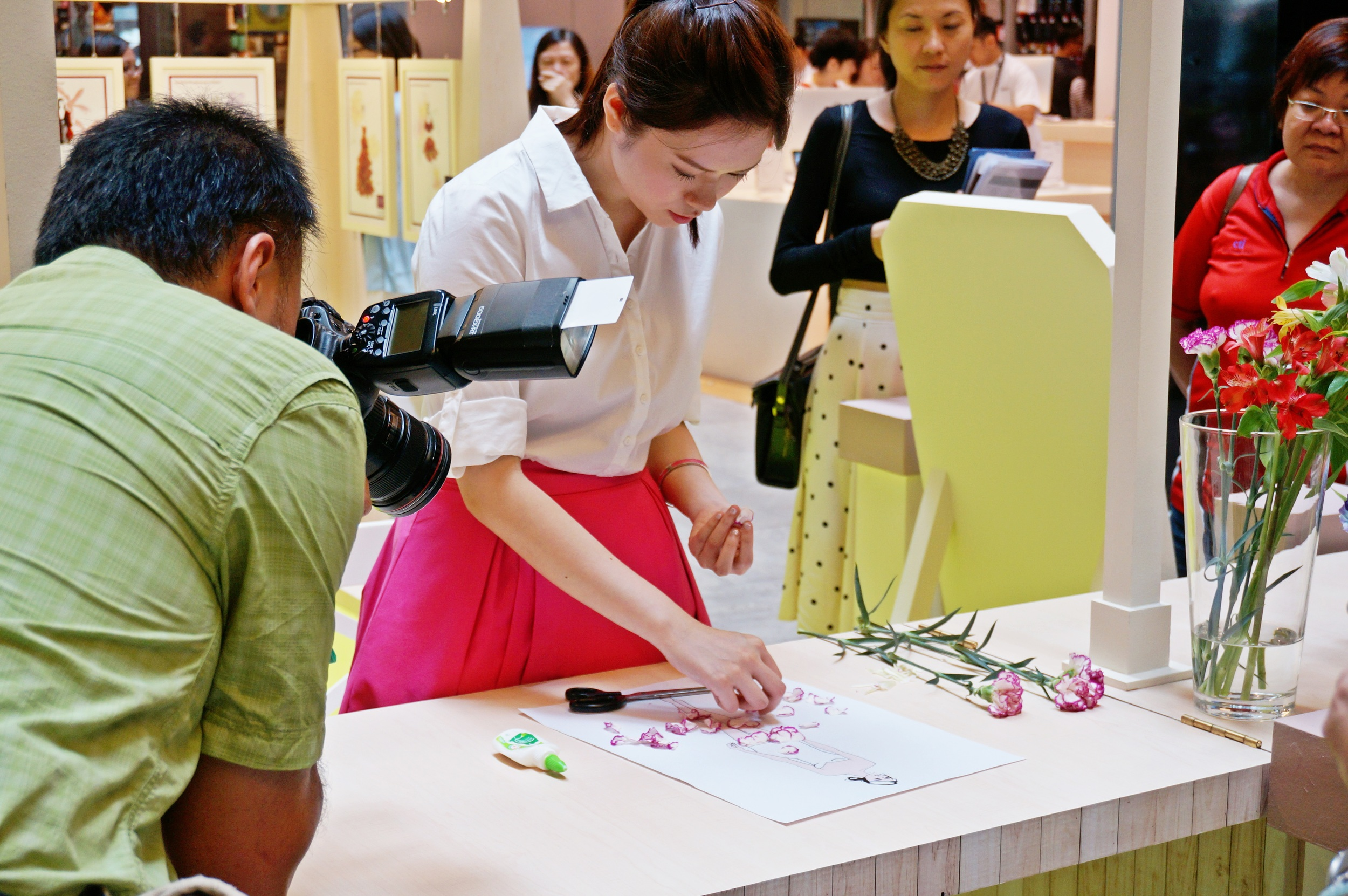 Grace-ciao-fashion-illustrator-retail-mall-live-illustration-workshop-petals-floral-participants-7.jpg