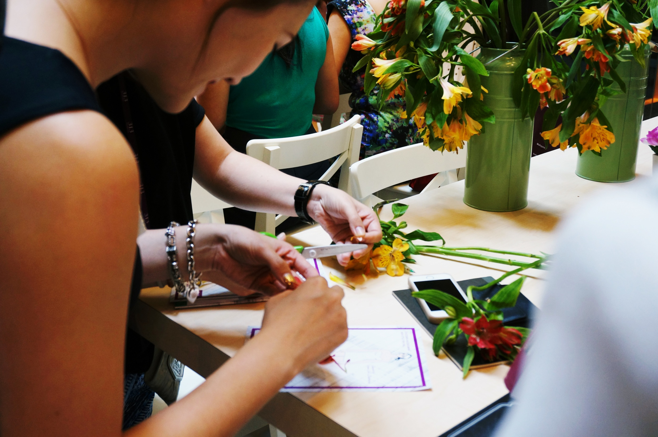 Grace-ciao-fashion-illustrator-retail-mall-live-illustration-workshop-petals-floral-workshop-participants.jpg