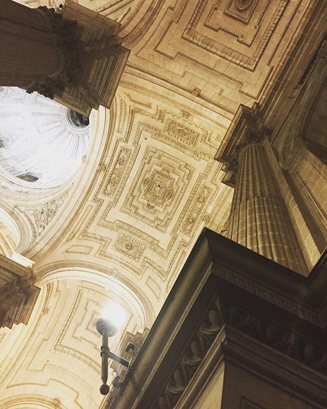 Espectacular la #Catedral de Jaén, siempre me pregunto al ver estas increíbles estructuras quienes las hicieron? y como fueron capaces de tanta perfección?