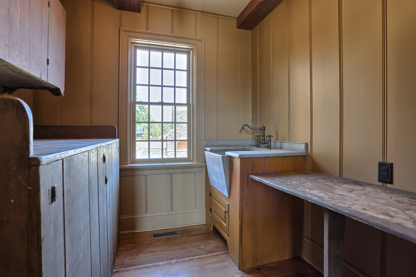 Classic Colonial Homes Interior Laundry room