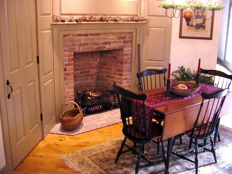 Classic Colonial Homes Kitchen breakfast table