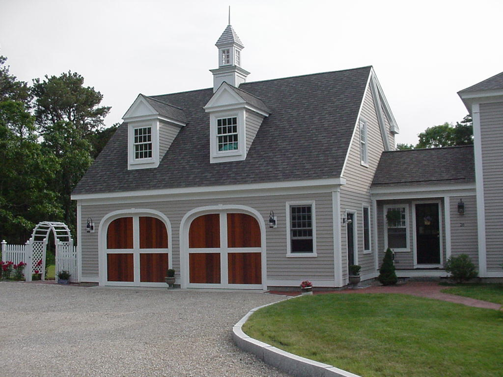 classic colonial carriage house