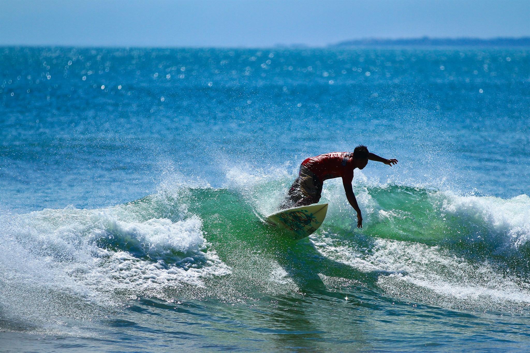 Kuta_Indonesia_Surfer.jpg