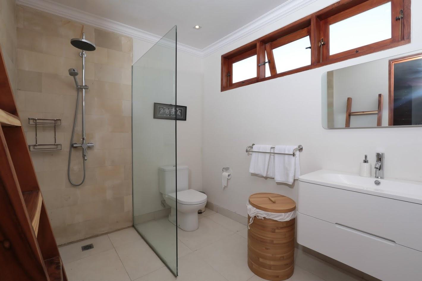 Twin Bedroom Bathroom