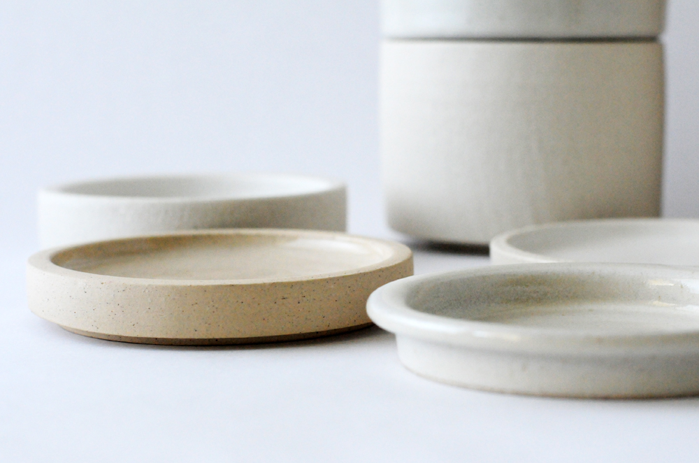 Oatmeal bowl lids that double as small dishes