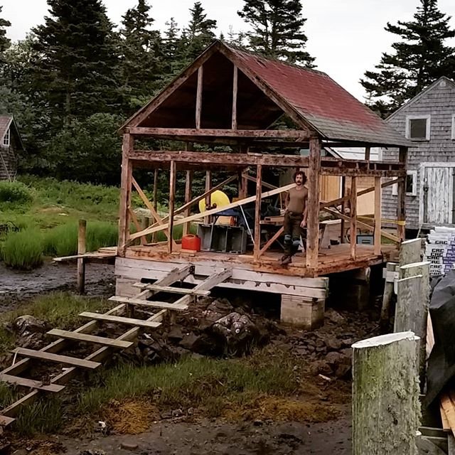 We know for some of those that follow this account that its been a while since you have visited #bsskentisland but the Gillette used to have walls. Hopefully in the next couple of days it will again thank you @klimtcarl  #bowdoin #timberframe