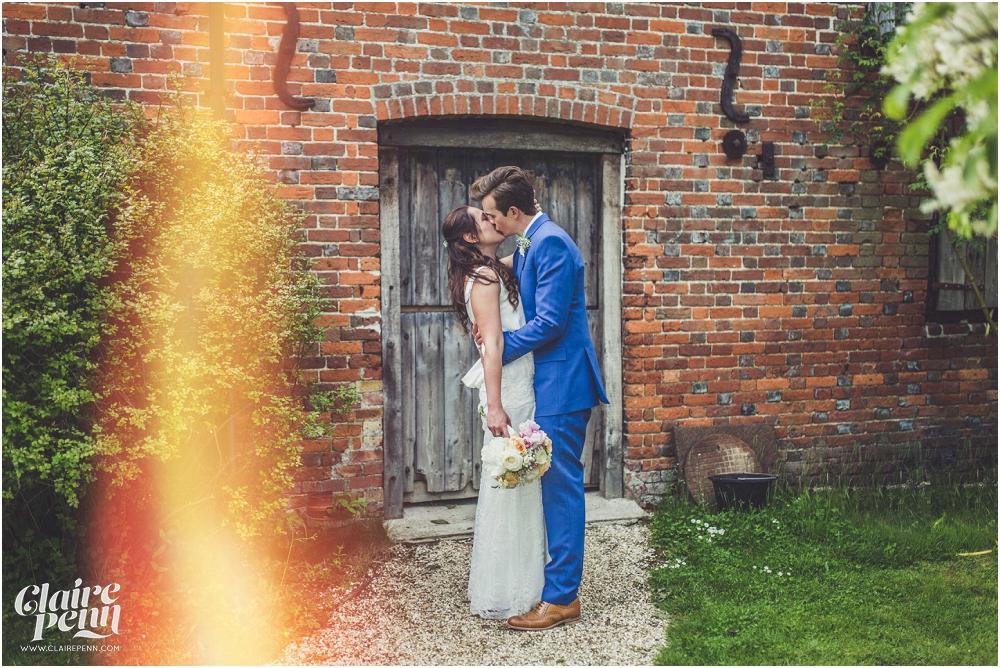 Creative, rustic North Hidden Farm barn wedding in Hungerford Berkshire_0032.jpg