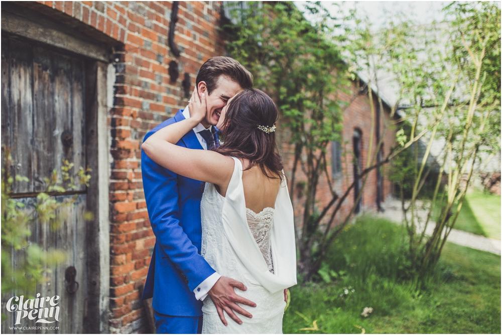 Creative, rustic North Hidden Farm barn wedding in Hungerford Berkshire_0035.jpg
