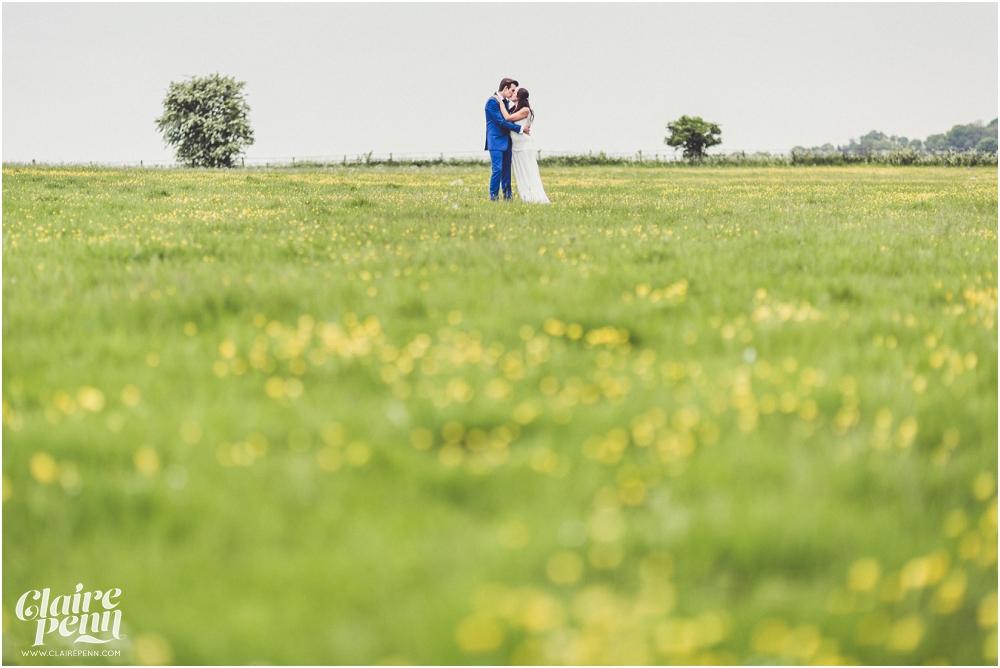 Creative, rustic North Hidden Farm barn wedding in Hungerford Berkshire_0061.jpg
