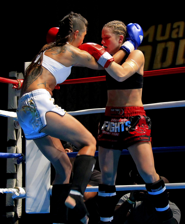 Female-fight-sports-photography-vickygood