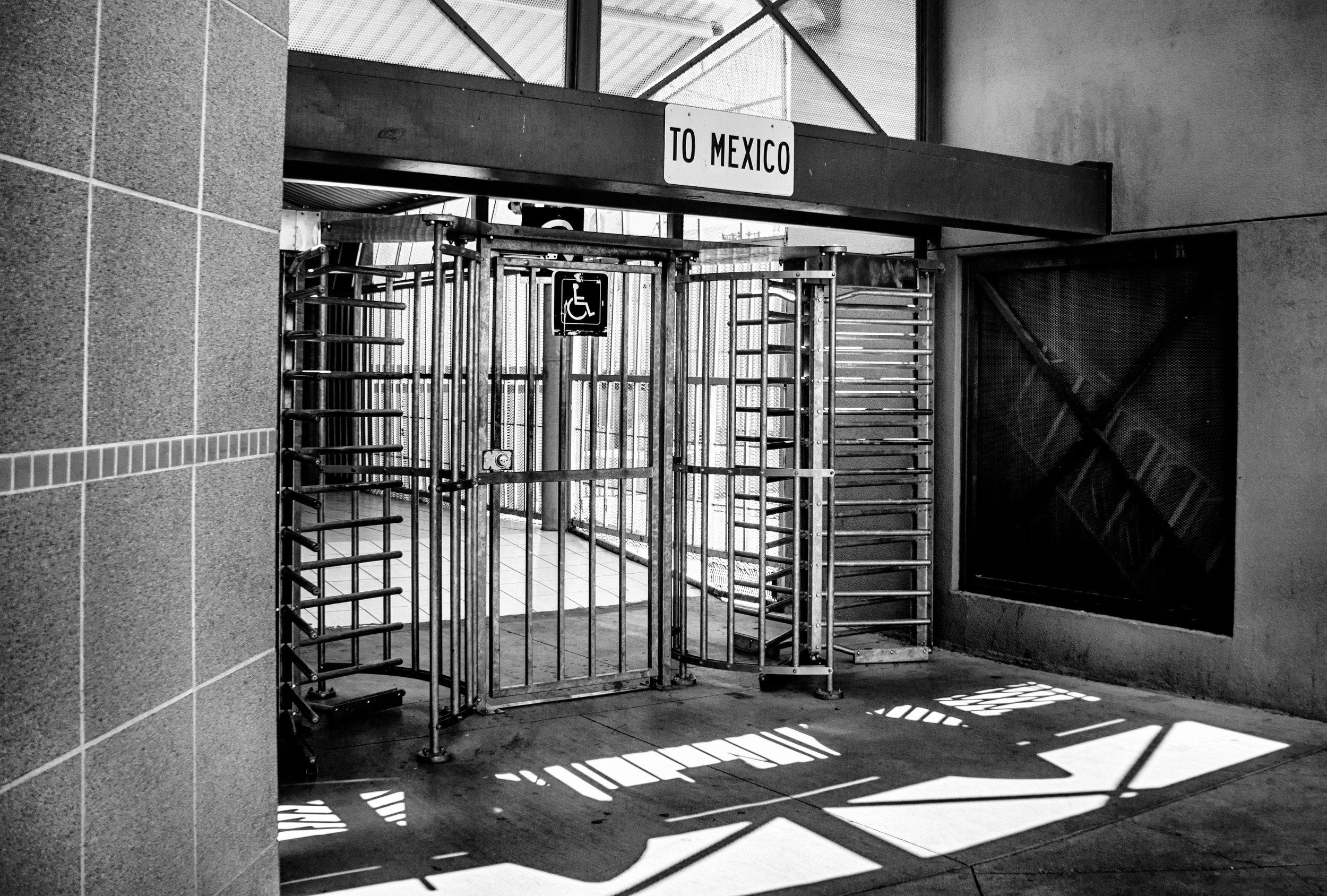 vickygood_photography_travel_mexan_border.jpg