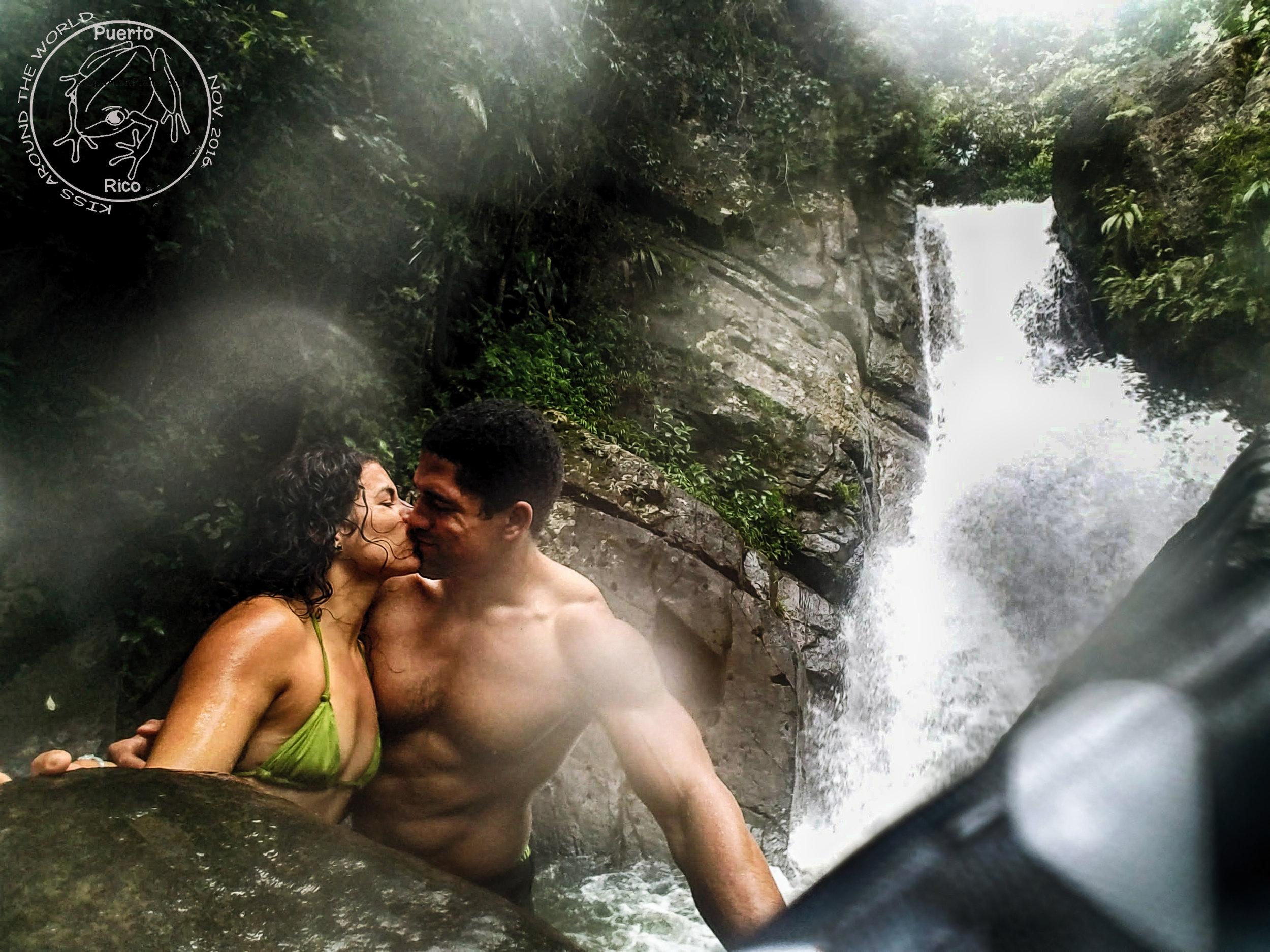 vickygood_photography_puertorico_travel_kiss.JPG