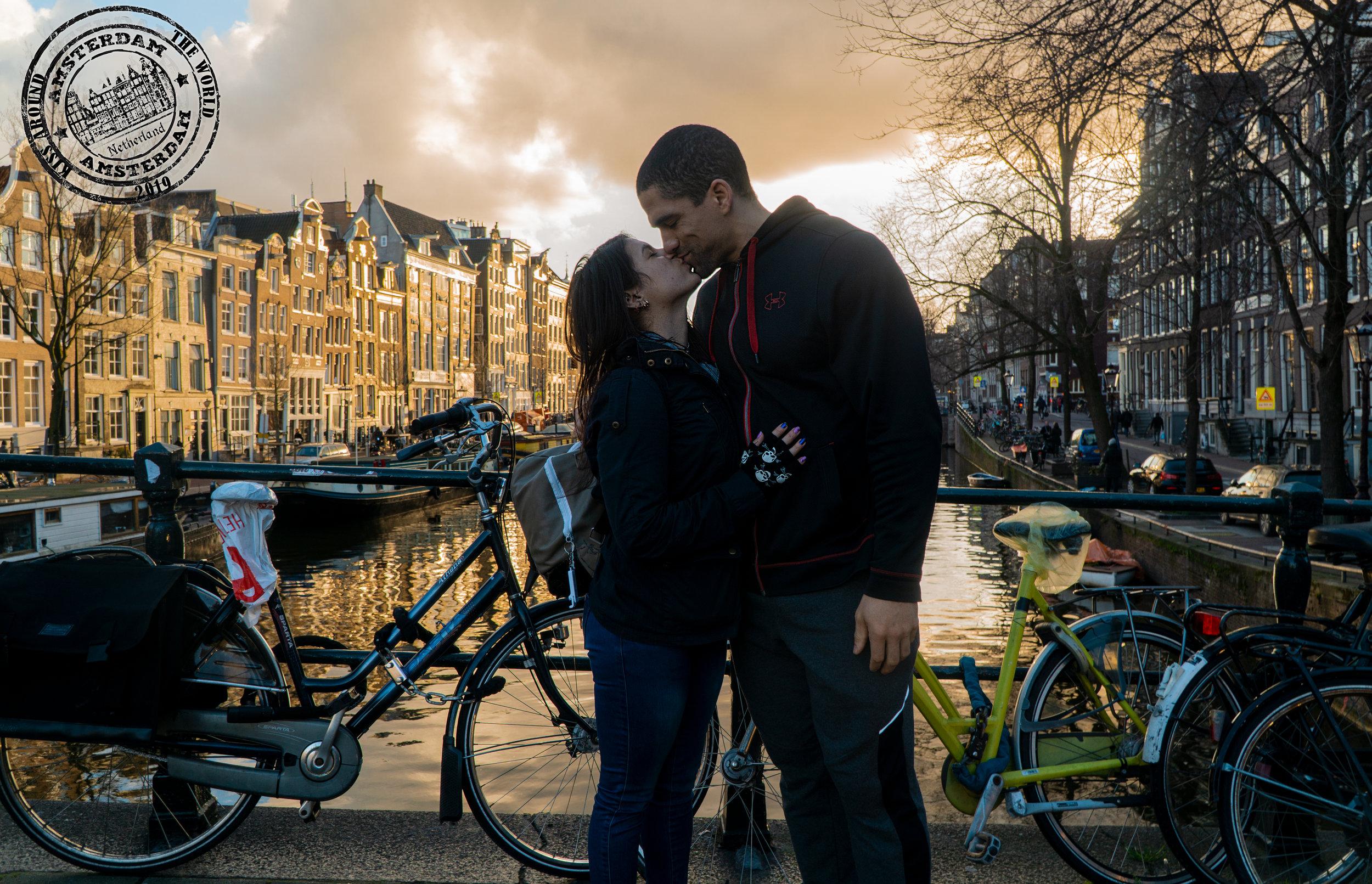 Amsterdam_vickygood_photography_kiss-around-the-world.jpg