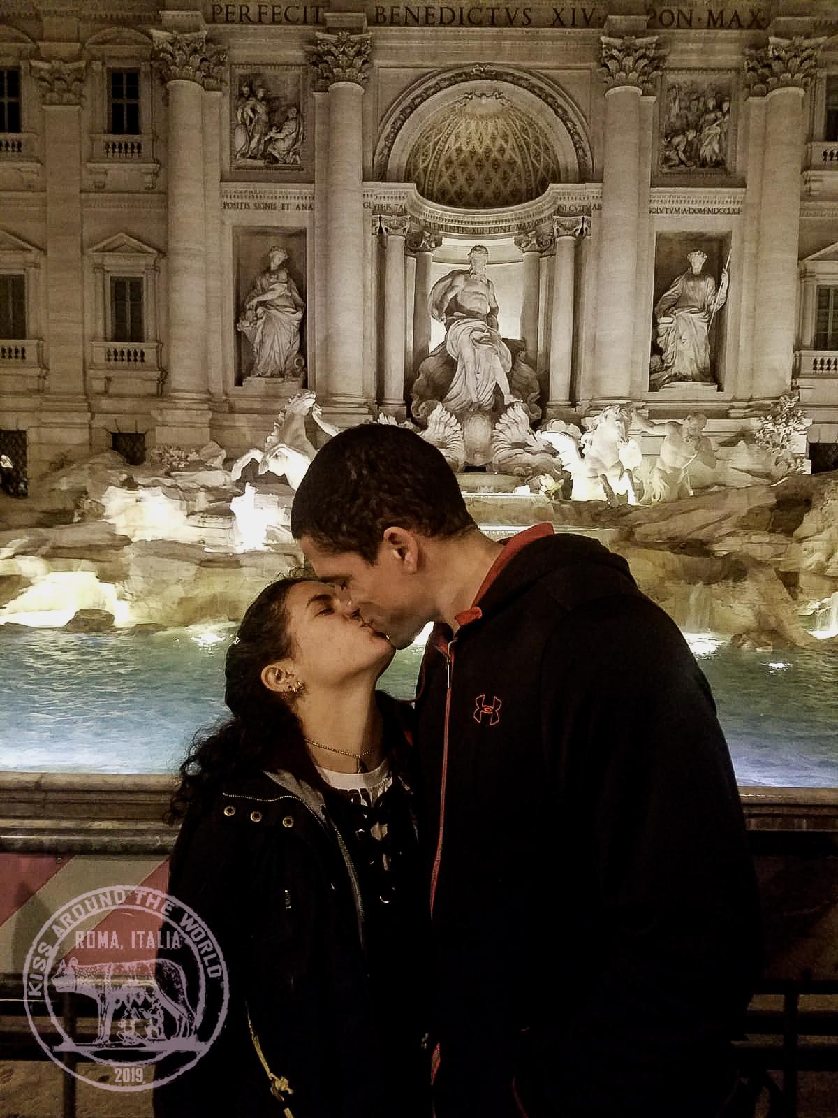 rome_vickygood_photography_kiss-around-the-world.jpg
