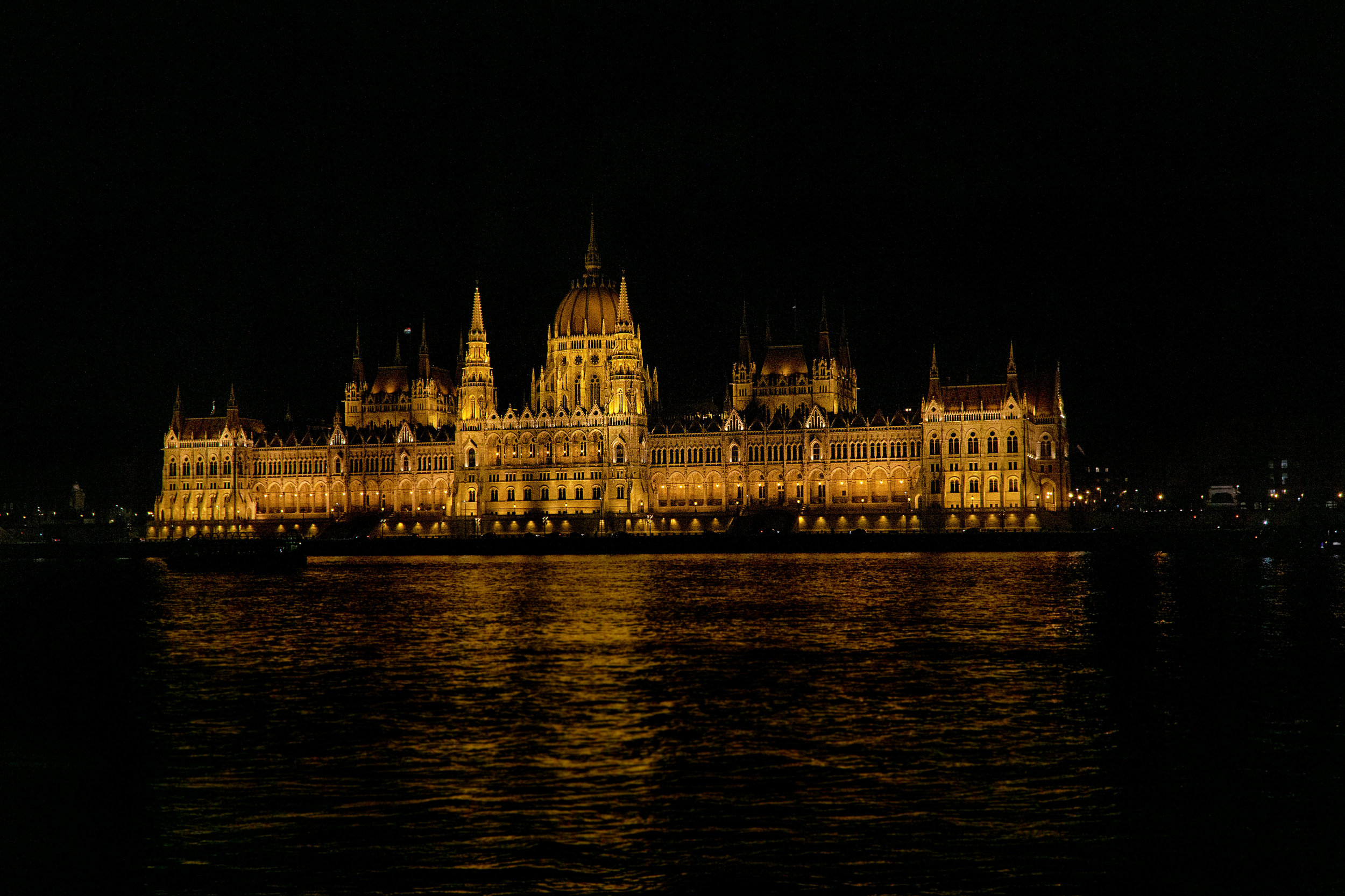 budapest_parliament_building_vickygood_travel_photography3sm.jpg