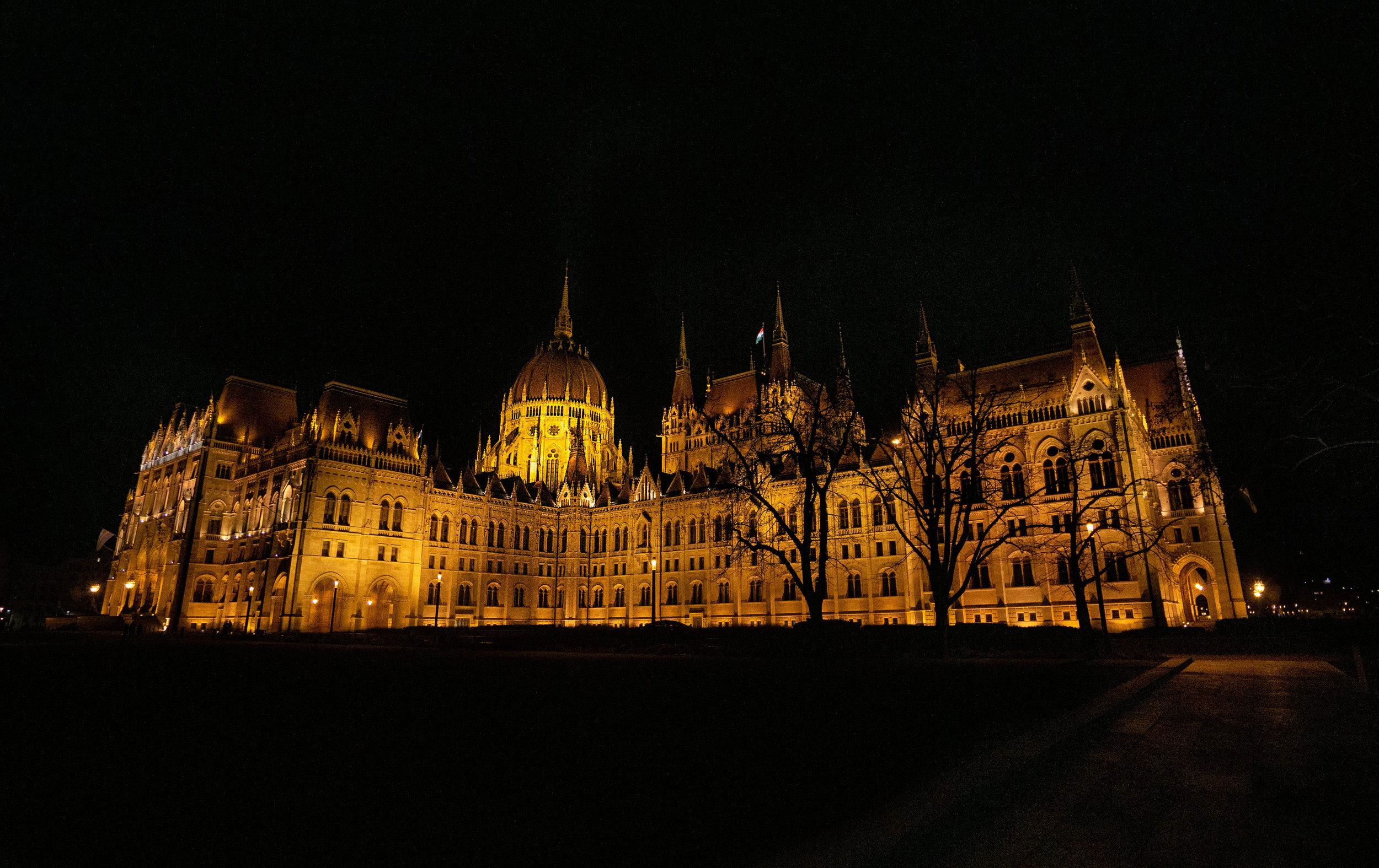 budapest_parliament_building_vickygood_travel_photographysm.jpg
