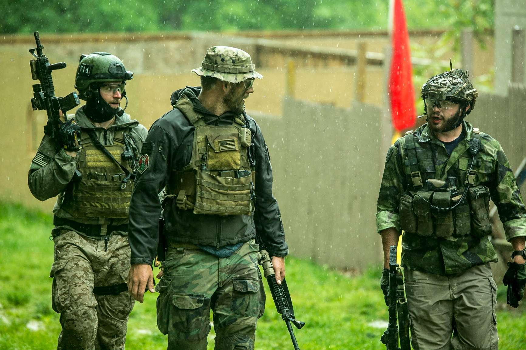 Footage released today from anembedded reporter vividlyportrays the minute-to-minutestruggles that Army troops facein the field. -
