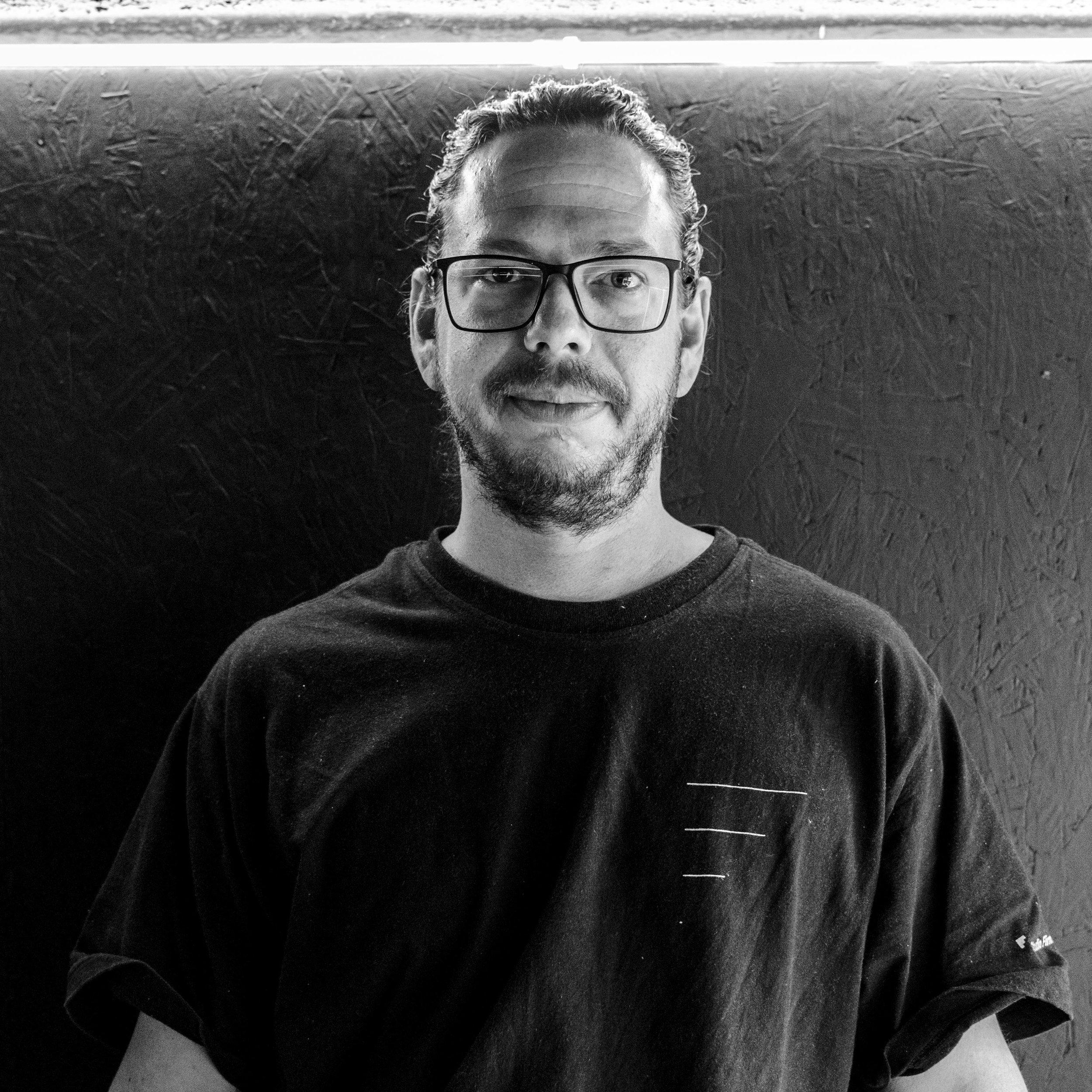 David Varger   @varger  é o nosso faz tudo do Studio.  Além de ser um dos responsáveis pelo financeiro, é também quem cuida da nossa casa e das nossas produções que acontecem no Galpão da Firma na Santa Cecília. Se tem uma coisa que ele gosta é desta dinâmica de trabalho, estar cada hora em um lugar diferente!