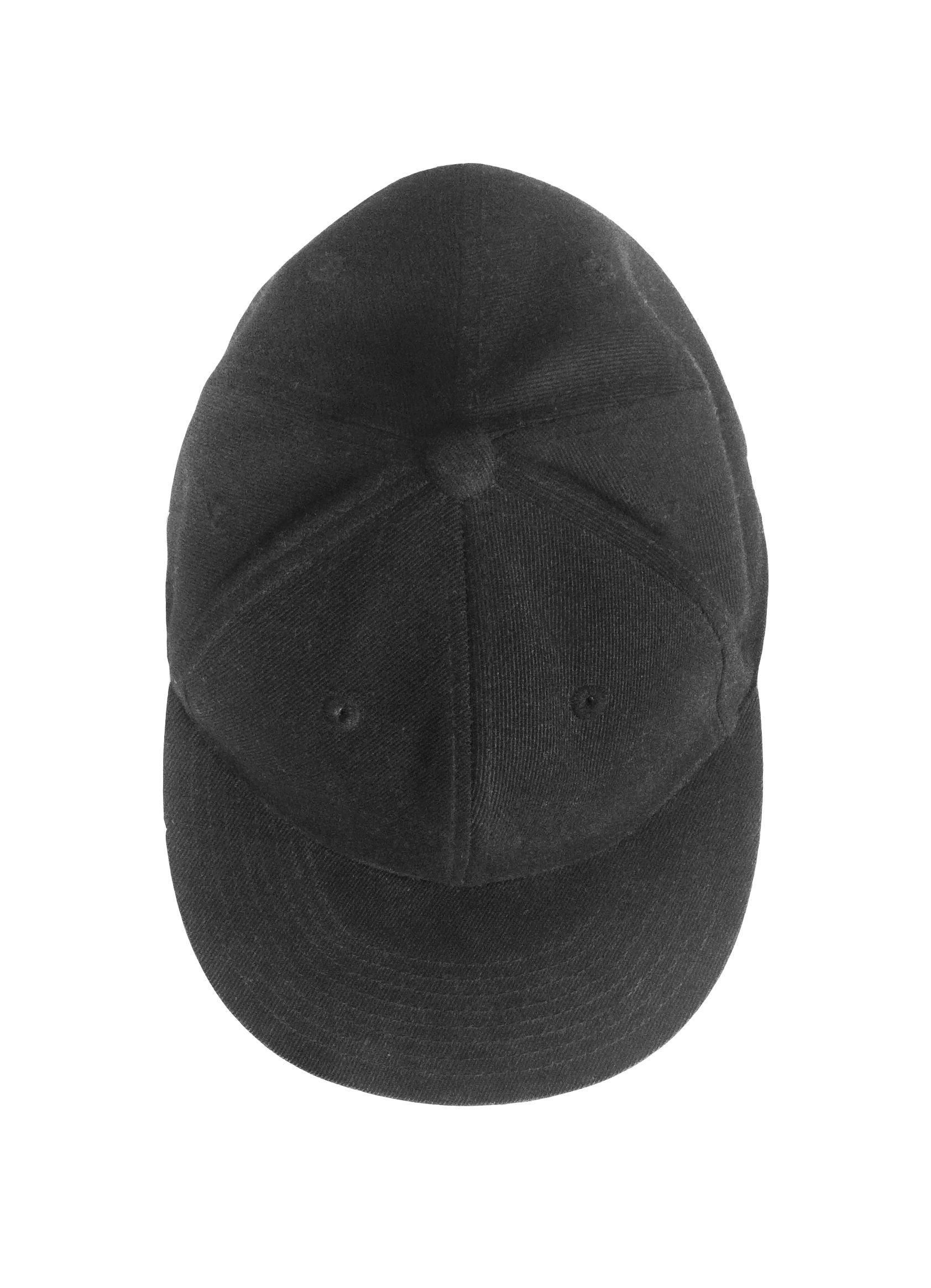 Fitted baseball cap.  Gift of Aoudlaloo Qinnauyuaq, 2000-2016.