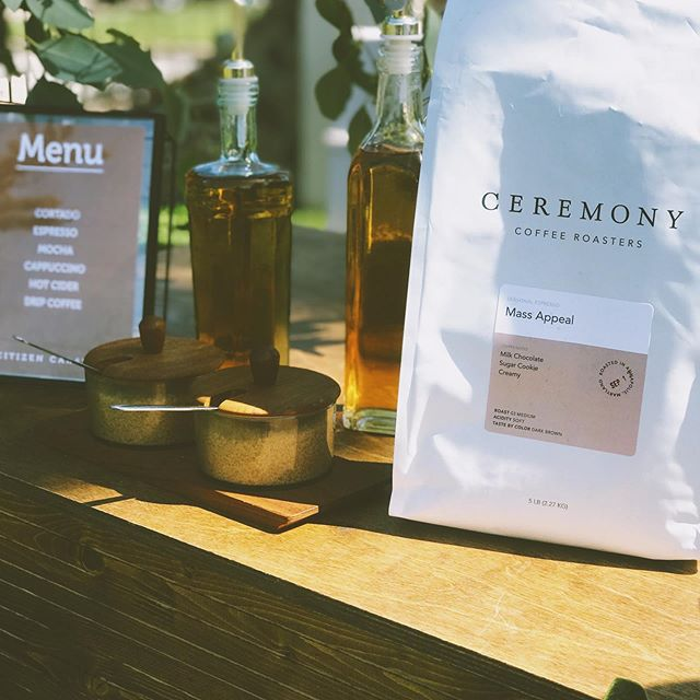 "Thank you @ceremonycoffee for working hard last minute to get us your seasonal espresso ""Mass Appeal"" 😋  #caravanbar #nywedding #ceremonycoffeeroasters #mobileespressobar #mobilebar #bronxbased #lamarzoccohome"