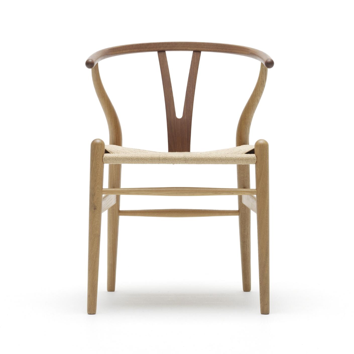 "Carl Hansen & Søn ""Wishbone Chair"" CH24 ontworpen door Hans J. Wegner"