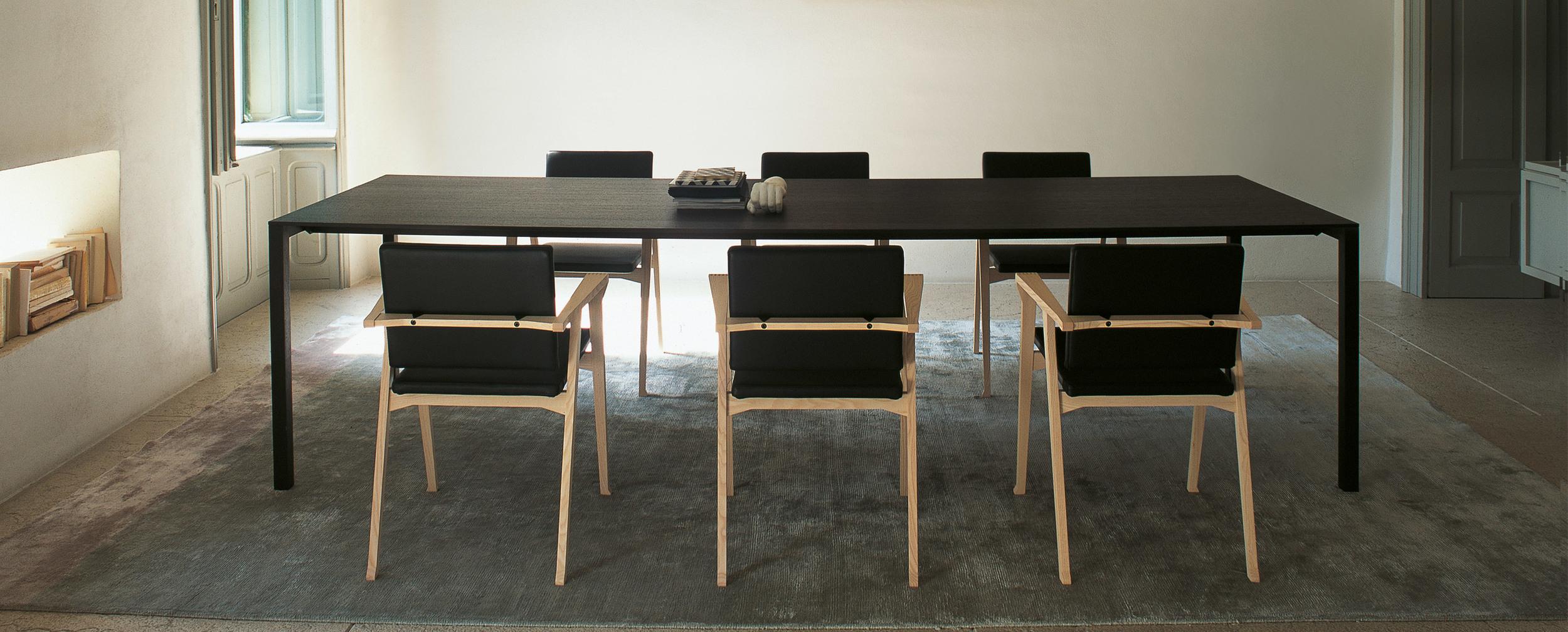 195_naan_4 Cassina Loncin design verlengbare tafel meubel zetel Leuven Brussels mechelen antwerpen vlaams-branbant Limburg Hasselt Tongeren Genk Sint-Truiden Zoutleeuw.jpg