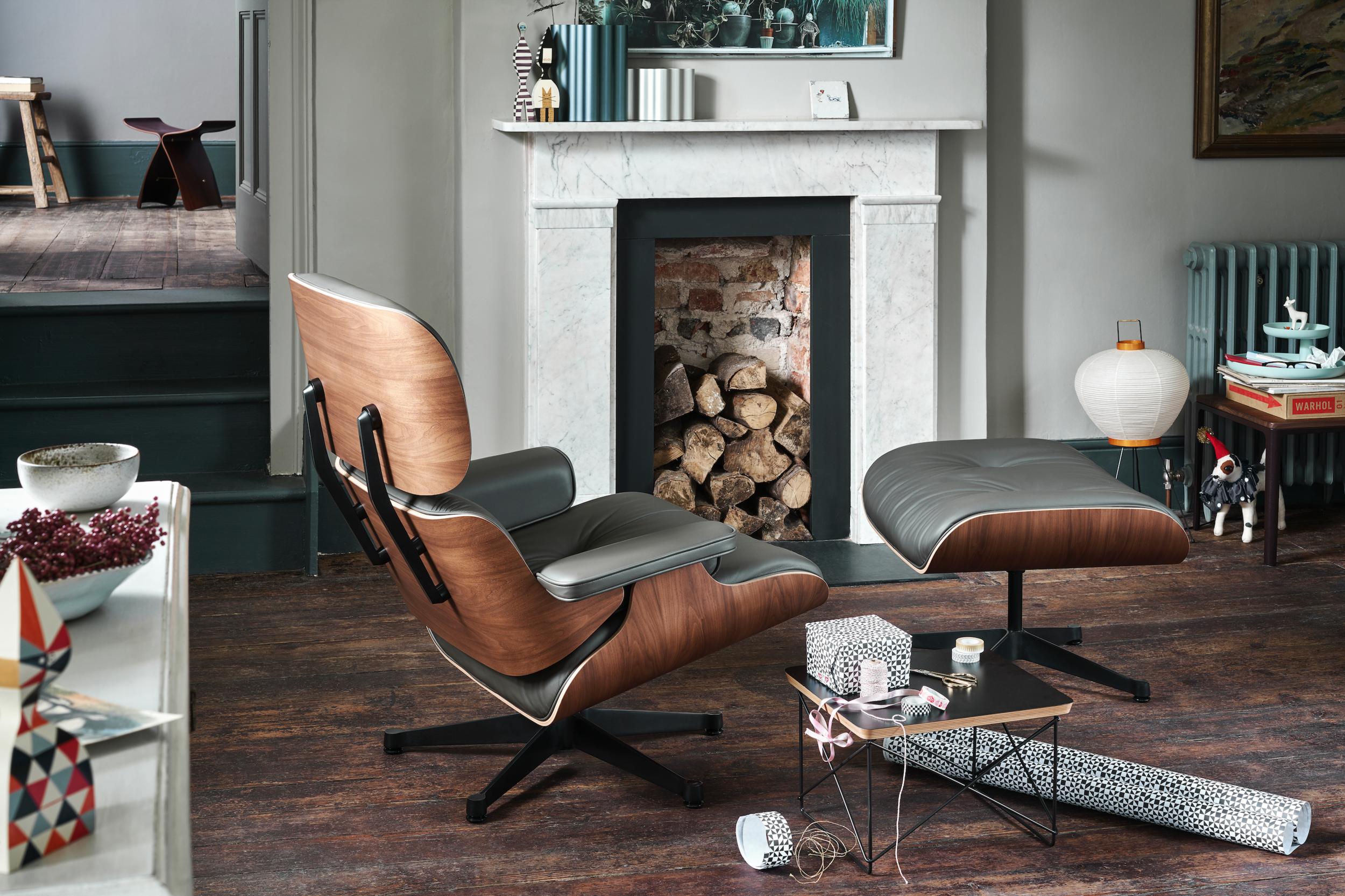De Vitra Eames Lounge Chair and Ottoman - 20% OFF - - Palissander hout:€ 6990 ipv € 8750 Wit, zwart, notenhout en American Cherry: € 6495 ipv € 7950