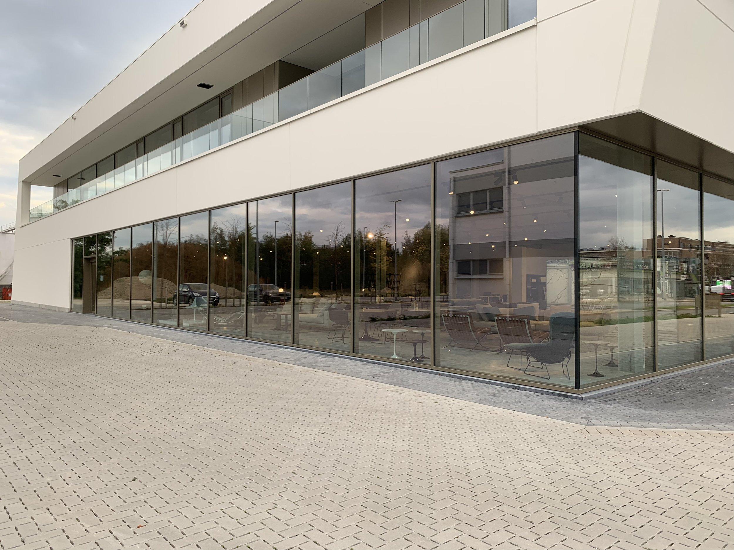 Loncin designmeubelwinkel genkersteenweg 195 3500 Hasselt Vitra Molteni Cassina Flexform Knoll Cor Jori Ligne Roset interieur meubels Loncin .jpg