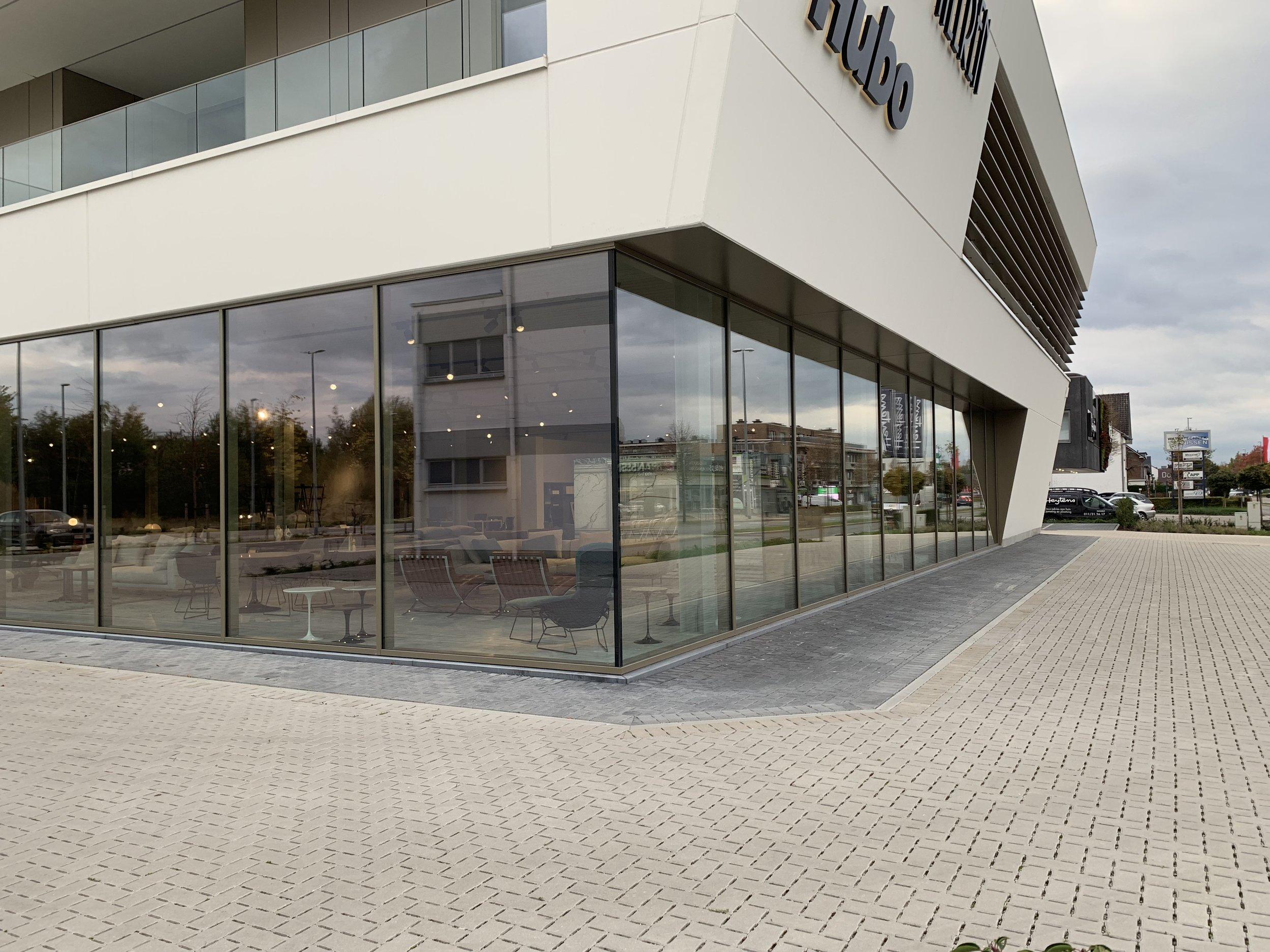Loncin designmeubelwinkel genkersteenweg 195 3500 Hasselt Vitra Molteni Cassina Flexform Knoll Cor Jori Ligne Roset interieur meubels Loncin in Limburg.jpg