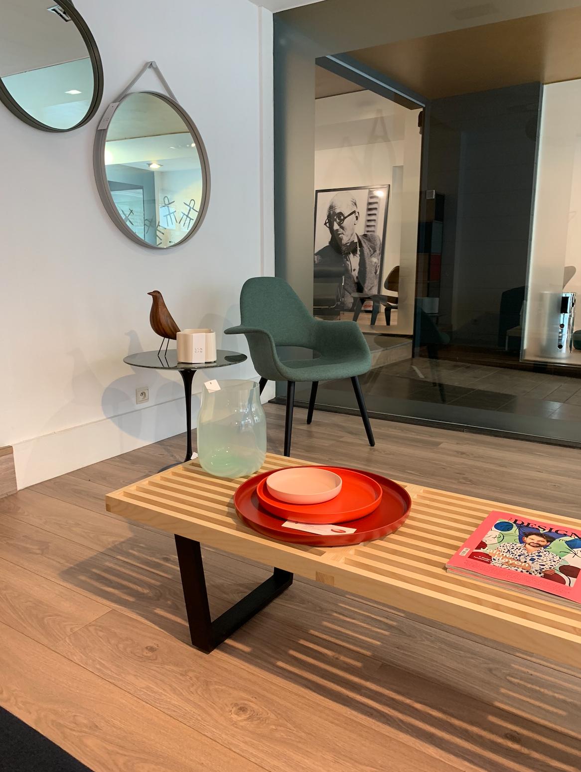 Organic Chair  Lounge Vitra Hasselt Loncin interieur en design meubelwinkel vitra verdeler dealer Eames Saarinen .png