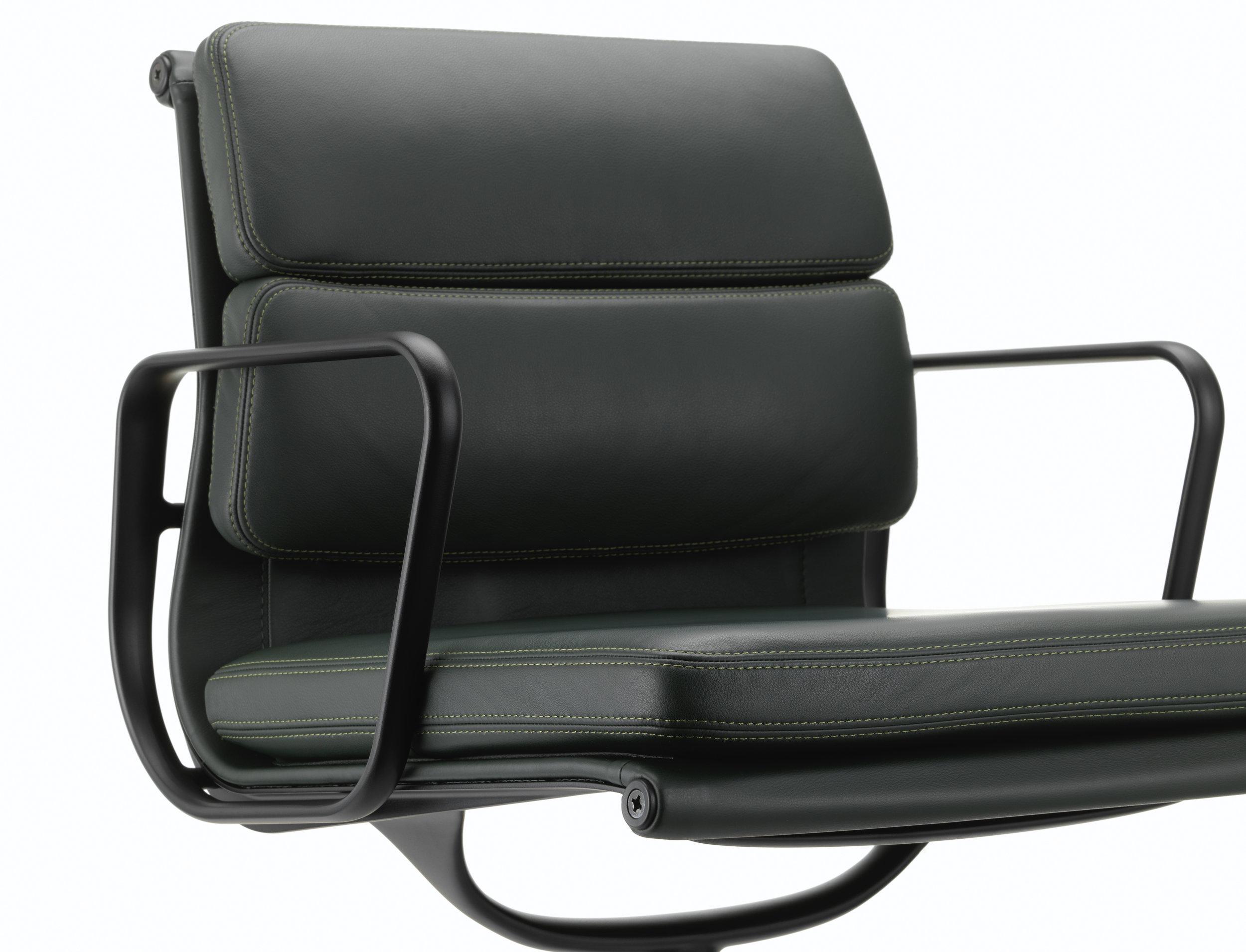 Vitra Loncin Hasselt Leuven Zoutleeuw Mechelen brussel Bruxelles brabant en Limburg design meubelwinkel 2514743_Soft Pad Chair EA 208_master.jpg