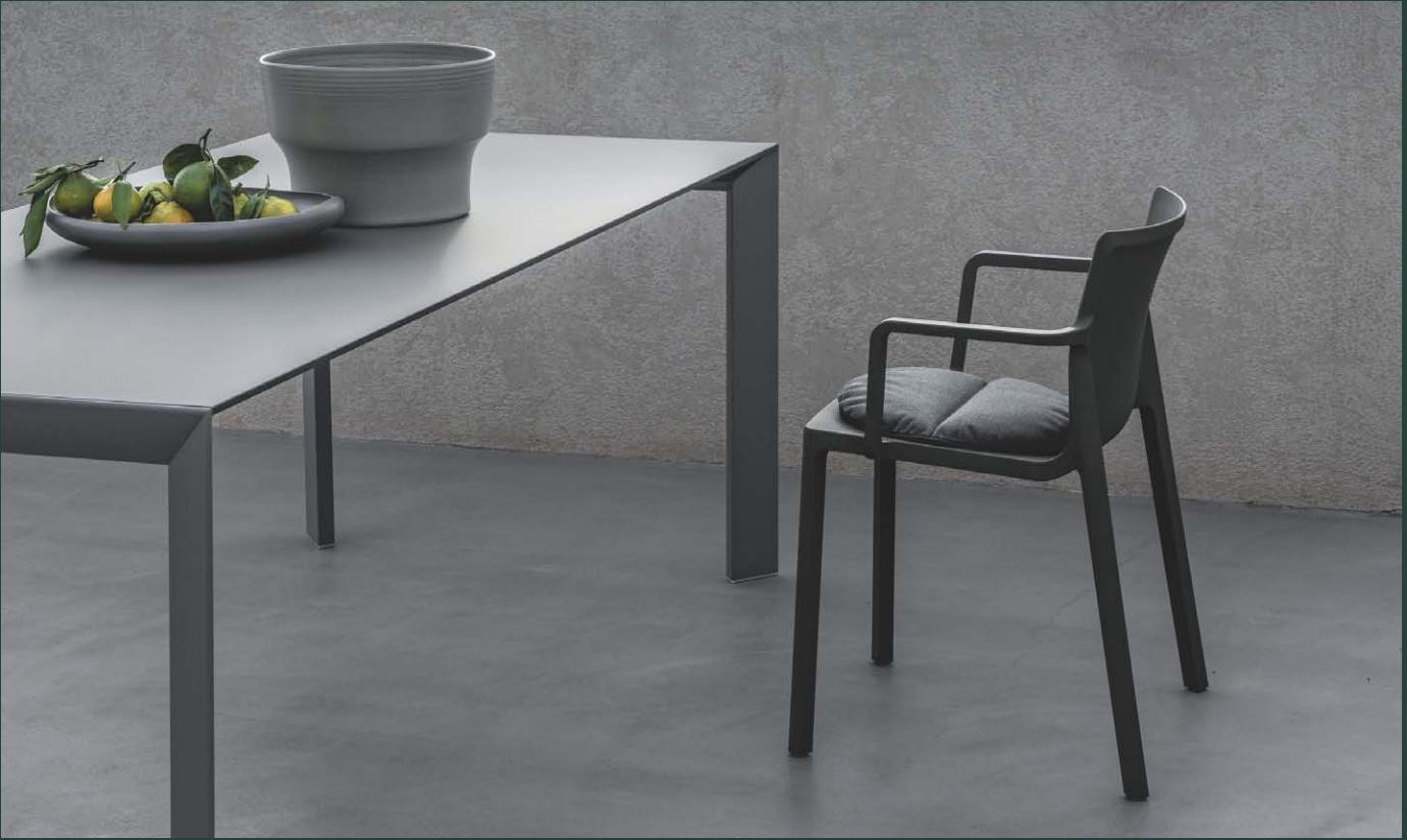 Kristalia outdoor en indoor design meubelwinkel Loncin in Hasselt Leuven en ZOutleeuw Limburg en Brabant.  Officiele verdeler. interieur.  Nori tafel, elephant stoelen , b-easy tafel en maki tafel  5.png
