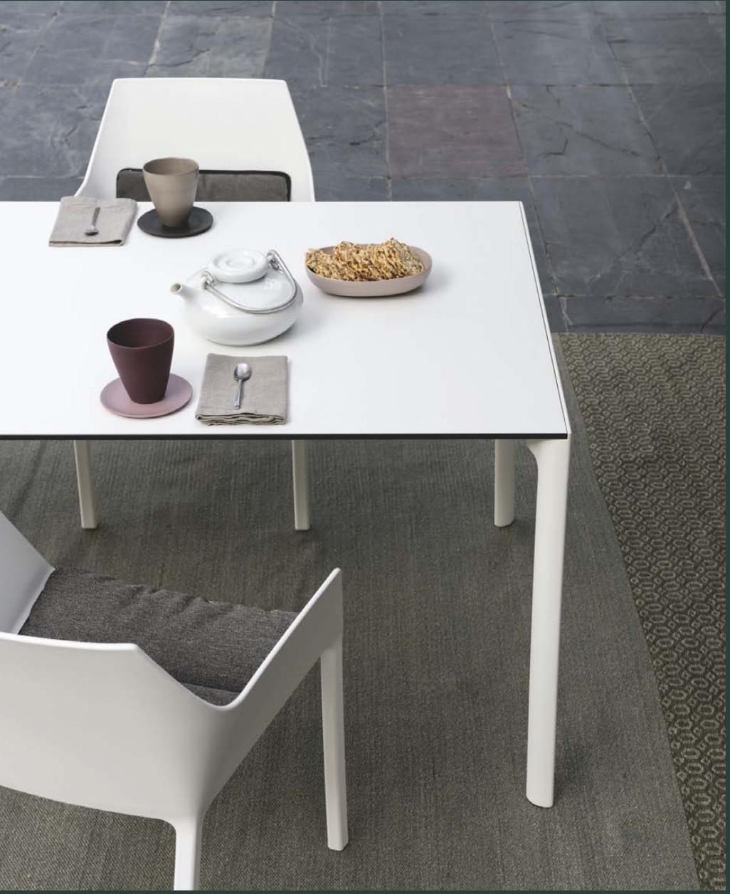 Kristalia outdoor en indoor design meubelwinkel Loncin in Hasselt Leuven en ZOutleeuw Limburg en Brabant.  Officiele verdeler. interieur.  Nori tafel, elephant stoelen , b-easy tafel en maki tafel  4.png