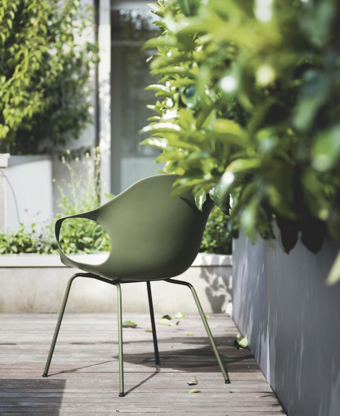 Kristalia outdoor en indoor design meubelwinkel Loncin in Hasselt Leuven en ZOutleeuw Limburg en Brabant.  Officiele verdeler. interieur.  Nori tafel, elephant stoelen , b-easy tafel en maki tafel  3.png