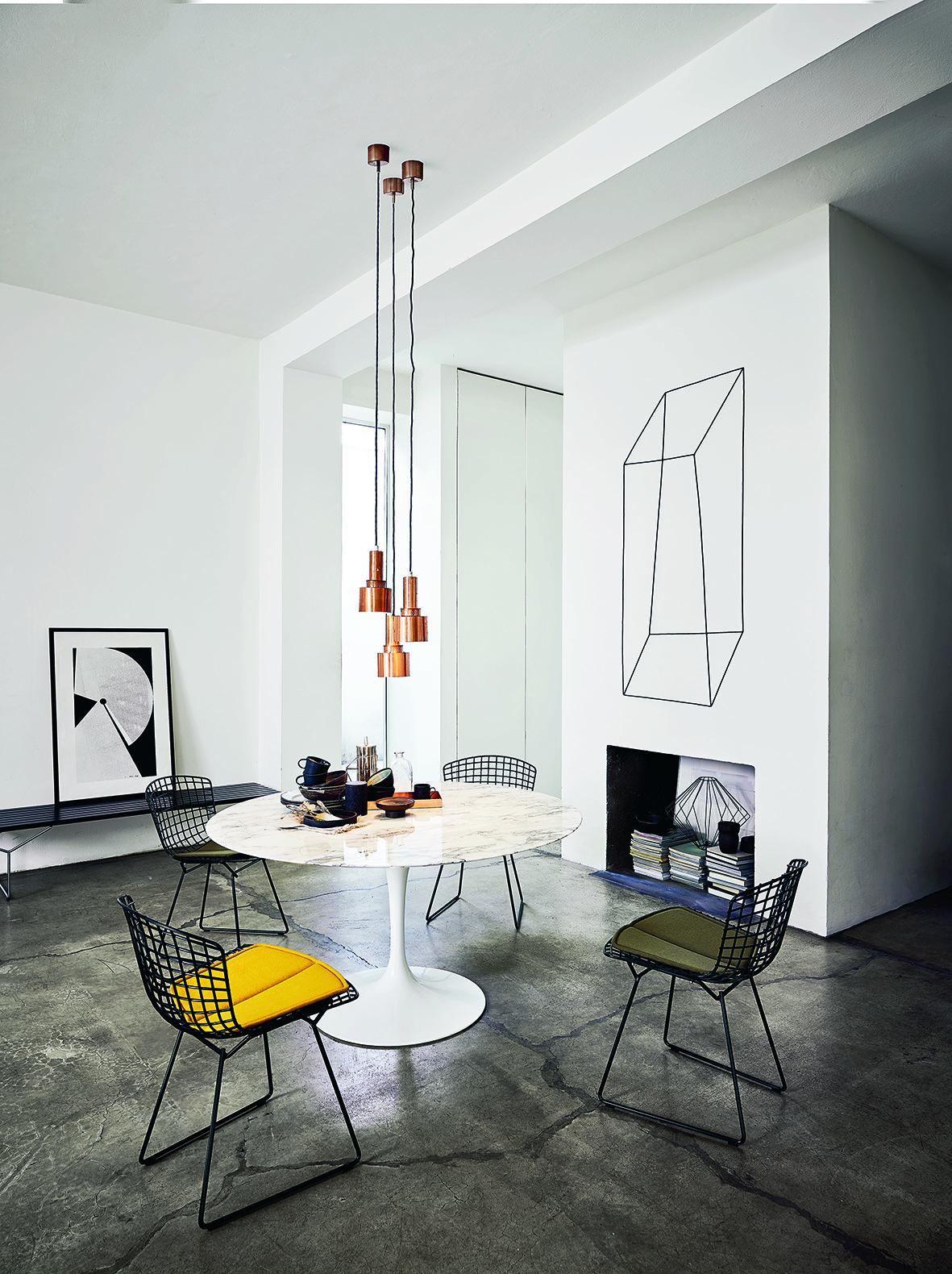 Knoll Bertoia Black saarinen pedestal barcelona chair mies van der rohe design meubels meubelwinkel loncin leuven hasselt antwerpen gent sint-truiden mechelen brussels bruxelles.jpg