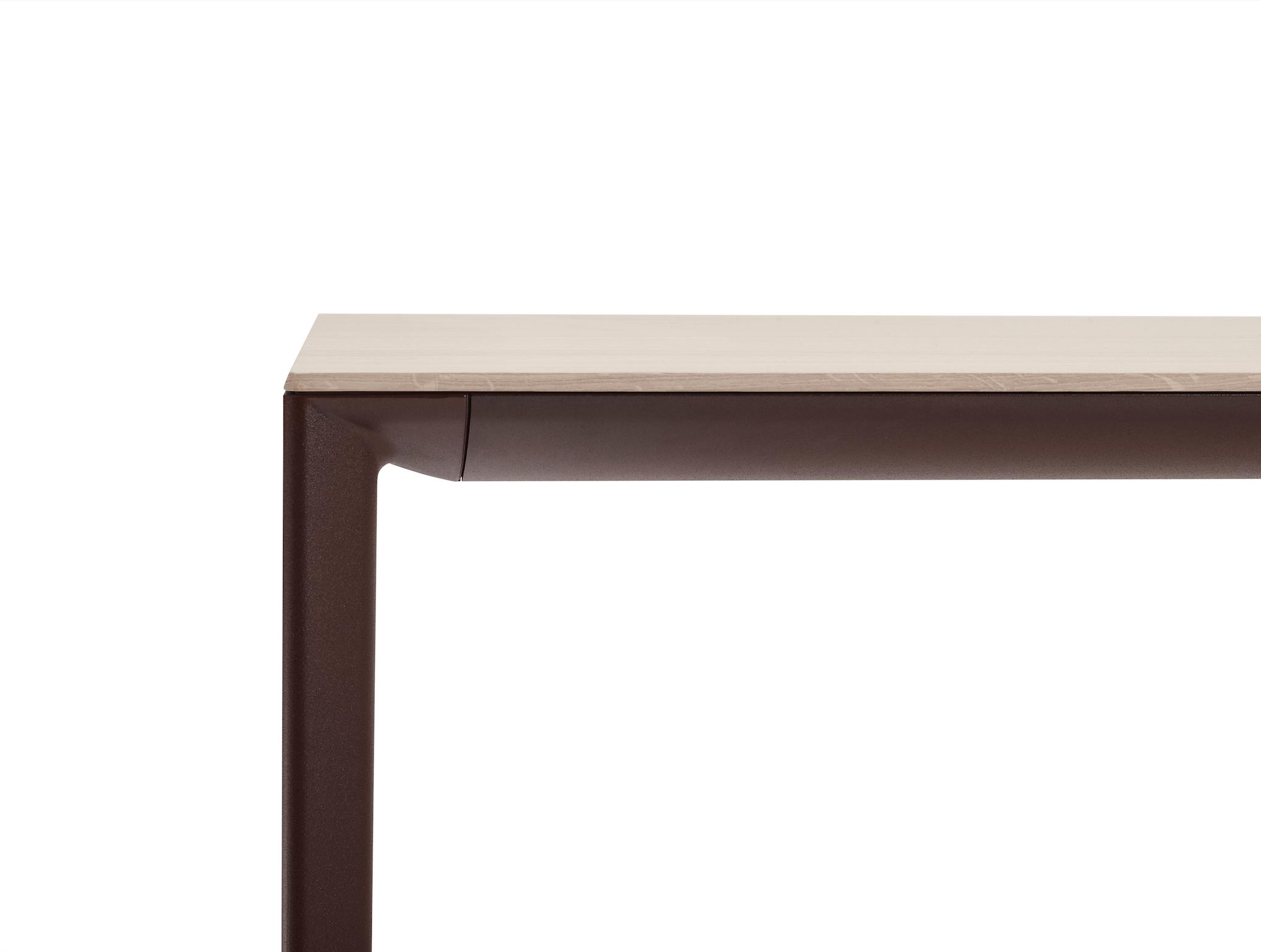Arco verlengbare shift tafel door Jorre van Ast bij designmeubelwinkel Loncin en interieur in Leuven Hasselt Mechelen Antwerpen Wavre Liege Namur Brabant wallon Limburg Sint-truiden Zoutleeuw houtafwerking 1.png