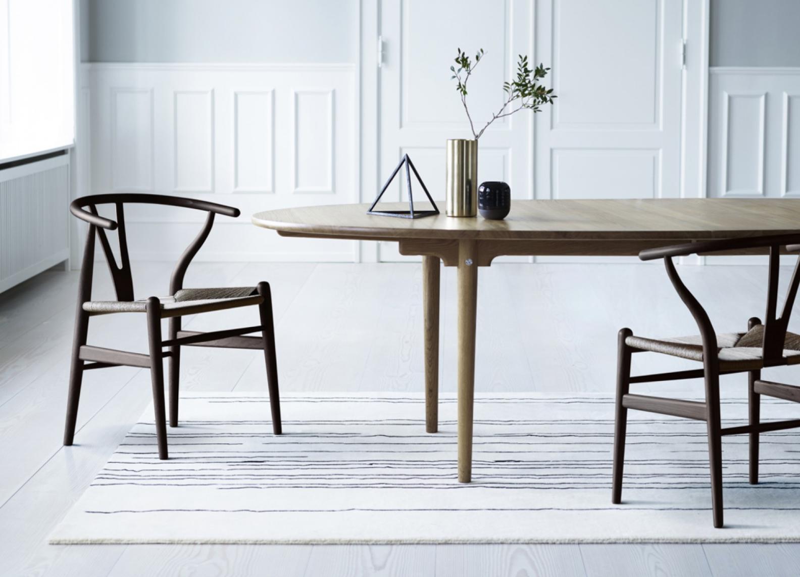 Carl Hansen CH 24 wishbone chair stoel bij design meubelwinkel Loncin in Hasselt, Leuven en Zoutleeuw Sint-Truiden.  Niet ver van Mechelen, Wavre Liege Namur  maastricht Brussels Bruxelles Antwerpen interieur.png