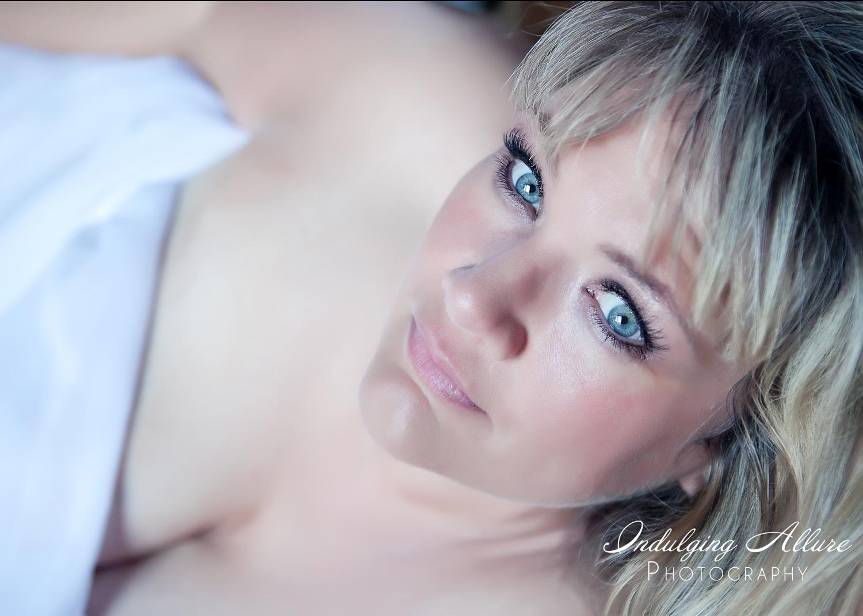 Curvy-girl-Plus-Size-lingerie-Boudoir-Photographs-by-indulging-allure.jpg